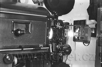 Obr. 13. Kinoprojektor 35mm Ernemann 7B ZeissIkon, jako kopírka.