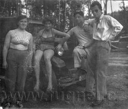 Obr. 2. Jiné aktivity - výlet na Máchovo jezero v civilu - základní vojenská služba 1957.