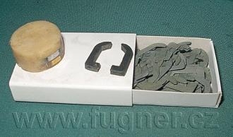 Obr. 4. Jedna hlava ze série. Jádra hlavy z plechů slepených epoxidem,  jednotlivé vyžíhané plechy - základní vojenská služba 1957.