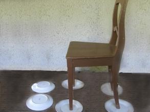 Obr.05. Ilustrační foto-izolovaná židle k natahování pera magnetofonu s kostrou pod fázovým napětím