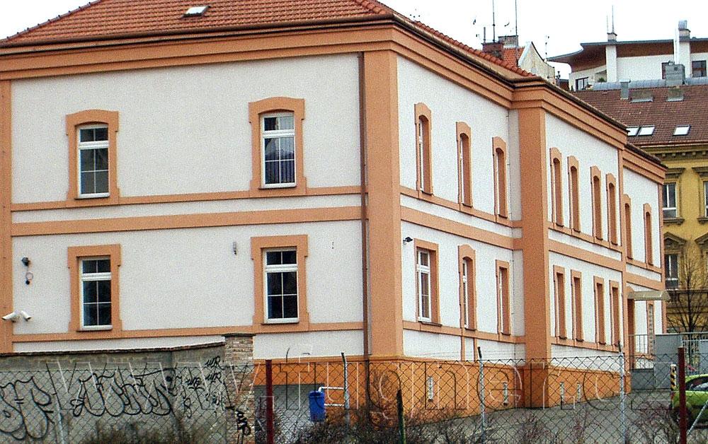 Obr. 7. Budova v Brně, kde sídlil náčelník spojení štábu pluku. Základní vojenská služba v roce 1957.