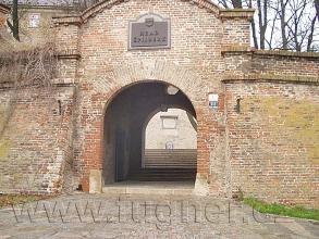 Obr. 2. Vstupní brána na hrad Špilberk v Brně. Základní vojenská služba v roce 1957.