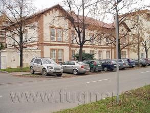 Obr. 8. Budova štábu pluku, ve sklepě akumulátorovna. Základní vojenská služba v Brně rok 1957.