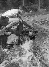 Obr.6. Začátek stavby větší přehrady 1952 poslední dílo před stavbou opravdové malé vodní elektrárny - to mi bylo 15 a ½.