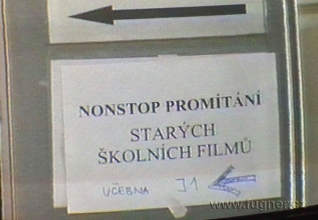 Obr. 2. Upoutávky umístěné na boku rozvaděče - SPŠ elektrotechnická Františka Křižíka v Praze