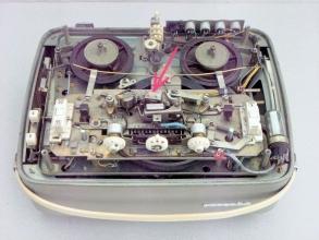 Obr. 3. Magnetofon Tesla Sonet B3 otevřený - Píseň práce