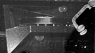Obr. 5. Nekonečná smyčka filmu u jednoho projektoru. Polyekran, Laterna Magika, světová výstava Expo 1958 Brusel.