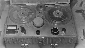 Obr. 15. Můj bateriový magnetofon po dokončení. Tento stroj zachytil, jako jediný, zvukový doprovod POLYECRAN. Polyekran (polyecran), Laterna Magika, světová výstava Expo 1958 Brusel.