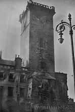 Zničená věž Staroměstské radnice