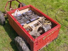 Obr. 20. elektromobil Elvíra - otevřená kapota se sedadlem.