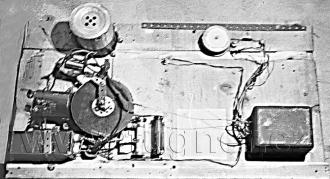 Obr. 2. Magnetofon zdola