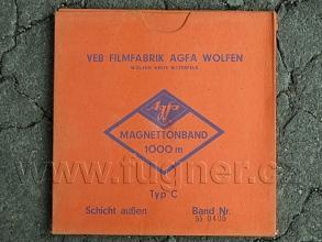 Obr. 1. Krabice s magnetickým páskem Agfa Volfen Magnettonband magnetofonový pásek.
