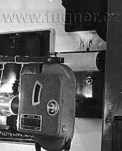 Obr. 14. Na zdi obraz oblouku Kinoprojektoru 35mm Ernemann 7B ZeissIkon
