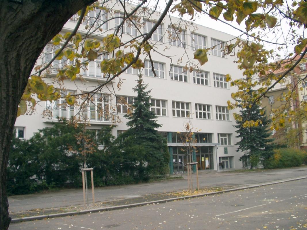 Obr. 3. Gymnasium na Lobkovicově náměstí