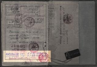 Obr. 3. Vojenská knížka - závratná kariéra se nevešla a musila být zapsána až vzadu - část 2 - Generál Zdeněk Kamenický - vojenské cvičení.