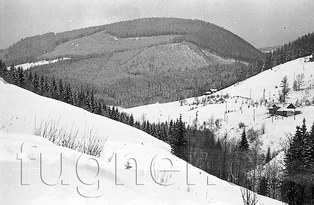 Obr. 4. Kde to je?  Povinné školení pionýrských vedoucích, zimní Krkonoše rok 1961.