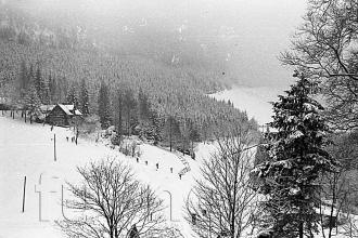 """Obr. 2. Cestou k""""naší"""" boudě -  povinné školení pionýrských vedoucích, zimní Krkonoše rok 1961."""