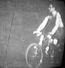 Obr. 2. Jedu na kole křece Moravě  - základní vojenská služba v roce 1957.