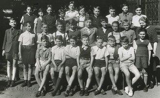 Obr.5. Pátý ročník 1946-1947- Základní škola na náměstí Jiřího z Poděbrad. Já jsem první sedící vlevo.