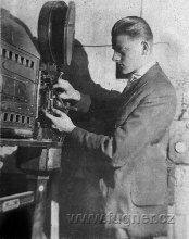 Obr.10. Rok 1923 Tatinek v promitárně.