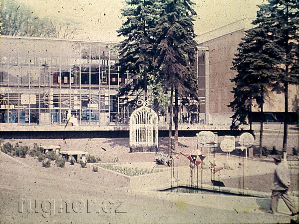 Obr.4. Bruselský pavilon na výstavě Československo 1960 zezadu. Výstava Československo 1960 - Bruselský pavilon.