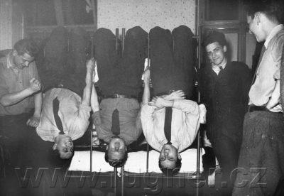 Hymny mne nemají rády - základní vojenská služba v roce 1957